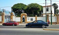 Puerta abierta del Centro de Rehabilitación de salud mental Victor Larco Herrera, los familiares aprovechan el feriado para visitar a sus enfermos [Foto: Jack Hurtado / Spacio Libre]