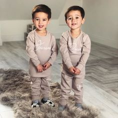 Cute Baby Twins, Twin Baby Girls, Cute Little Baby, Twin Babies, Mom And Baby, Cute Baby Pictures, Newborn Pictures, Twin Baby Photography, Twin Baby Photos