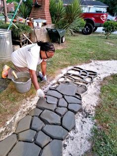 Get creative with these Easy DIY Path Molds and design your own backyard landscaping! Transform your garden and design in your own style with the colours Path Design, Landscape Design, Design Ideas, Design Design, Design Cour, Cobblestone Walkway, Outdoor Projects, Outdoor Decor, Path Ideas