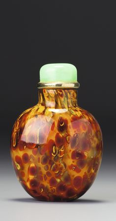 A 'REALGAR' SANDWICHED GLASS SNUFF BOTTLE<br>QING DYNASTY, 18TH / 19TH CENTURY | Lot | Sotheby's