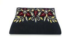 Bolsa Clutch confeccionada em tecido, bordada com miçangas e strass, importada da Índia.  O delicado bordado da peça a torna sofisticada e elegante, ideal para usá-la em ocasiões formais e festas.