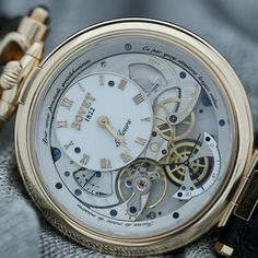 The @bovet1822 #virtuoso V can be worn on both sides and also be used as a #pocketwatch or #tableclock - watch it in action. #jumpinghour #retrogradeseconds #bovet #bovet1822 #watchtime #watches #watchesofinstagram #timepiece