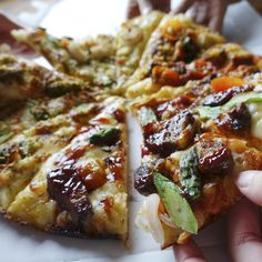 【50%OFF!…12/6まで!】 400店舗達成を記念して、ドミノ・ピザで感謝祭を開催中! お好きなLサイズピザが全品半額! まもなく終了〜12/6(日)まで お得にパンビザはいかがですか♪  #クーポンは400 #ドミノピザ #ピザ #ひらけおいしさ #dominos #pizza #food #yum