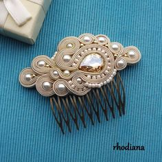 Beautiful Soutache comb . The extraordinary decoration to the hair on unique occasion! Hand made, very labor intensive soutache method. Carefully selected materials of the highest quality make the ornament will not remain unnoticed. Length about 9x6,5cm. With glass Crystall. If you Shibori, Soutache Necklace, Earrings, Jewelry Crafts, Handmade Jewelry, Wedding Hairstyles With Veil, Hair Ornaments, Wedding Hair Accessories, Hair Pins