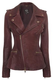 McQueen knows what's up <3. Love their beautiful lines. (Oxblood Chaqueta de cuero asimétrica Biker)