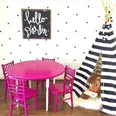 This little play area from @pizzazzerie is adorable!!