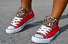 Red & Leopard low top converse probably knock offs but you there cute Fashion Moda, Look Fashion, Womens Fashion, Cute Shoes, Me Too Shoes, Pumps, Heels, Air Force One, All Star