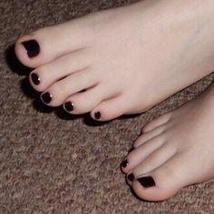 Cute Toes, Pretty Toes, Feet Soles, Women's Feet, Teen Toes, Black Toe Nails, Painted Toe Nails, Foot Wash, Toe Polish