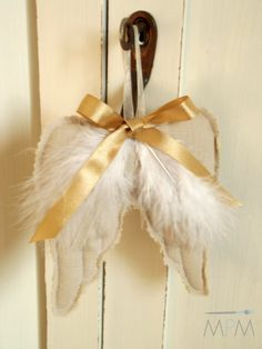 Our goal is to keep old friends, ex-classmates, neighbors and colleagues in touch. Handmade Christmas, Christmas Crafts, Christmas Ornaments, Angel Wings Decor, Diy Wings, Felt Crafts Patterns, Handmade Angels, Angel Crafts, Homemade Ornaments