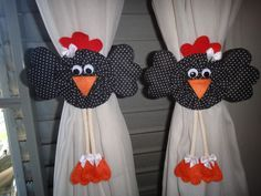 Curtain tie backs Sewing Projects, Projects To Try, Chicken Crafts, Sewing Room Decor, Rooster Decor, Felt Owls, Crochet Curtains, Curtain Ties, Diy Pillows
