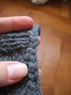 Russian cast off knitting tutorial. Makes a pretty braid-like cast off