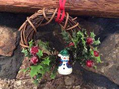 18\u201d Burlap Poinsettia and Snowman Grapevine Christmas Wreath