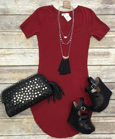 The Fun in the Sun V-Neck Tunic Dress in Burgundy is comfy, fitted, and oh so fabulous! A great basic that can be dressed up or down! True to Size with a Stretchy, Fitted Look. Size Up if you don't care for fitted dresses :) Look Fashion, Autumn Fashion, Fashion Outfits, Womens Fashion, Cute Summer Outfits, Spring Outfits, Cute Outfits, Cute Dresses, Casual Dresses