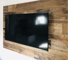 ORIGINAL 1. PATINA LÄNGE: 1650 mm BREITE: 120 – 220 mm STÄRKE: 20 mm SYSTEM: Nut und Feder mit Fase AUFBAU: 3-Schicht Diele #hafroedleholzböden #parkett #böden #gutsboden #landhausdiele #bödenindividuellwiesie #vinyl #teakwall #treppen #holz #nachhaltigkeit #inspiration Vinyl, Bathroom Lighting, Flat Screen, Mirror, Inspiration, Furniture, Home Decor, The Originals, Life Hacks