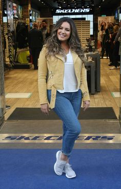 Kelly Brook - Photocall for Skechers in Dublin Kelly Brook Style, Kelly Brook Hot, Styled By Susie, Curvy Street Style, Size 12 Women, Winter Fashion Outfits, Women's Fashion, Culture, Skechers