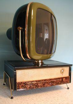 Predicta Televisions by Telstar are reproductions of the original 1958 Philco brand. Tvs, Radios, Muebles Art Deco, Vintage Television, Television Set, Retro Futuristic, Vintage Tv, Retro Furniture, Old Tv