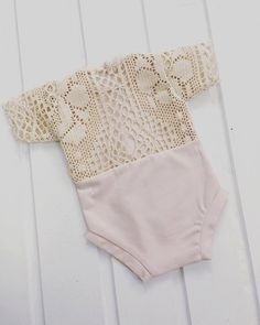COD 91 Newborn Lace Romper baby by on Etsy Newborn Baby Photos, Newborn Outfits, Kids Outfits, Sewing Baby Clothes, Baby Sewing, One Piece Swimsuit Trendy, Lace Romper, Girls Rompers, Baby Dress