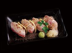 あぶりマグロの握り寿司 seared tuna pepper nigiri sushi