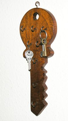 Vtg key-shaped wooden key holder hand-made wall-hung 8 hooks diy key holder Vtg key-shaped wooden key holder hand-made wall-hung 8 hooks Wooden Key Holder, Wall Key Holder, Diy Jewelry Stand, Old Keys, Small Wood Projects, Scroll Saw, Wooden Diy, Wood Art, Decoration