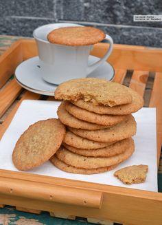 Receta de galletas de coco. Crujientes o tiernas, la misma receta gustará a todos Coconut Cookies, Sugar Cookies, Cookie Recipes, Dessert Recipes, Bread Recipes, Spanish Desserts, Delicious Desserts, Yummy Food, Decadent Cakes