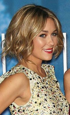 Pretty Blonde Bob Hairstyle with Soft Curls