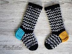 Suomi on miljoonien villasukkien maa – kuvaa meille omasi Wool Socks, Knitting Socks, Marimekko Fabric, Baby Booties, Mittens, Needlework, Knit Crochet, Slippers, Barn