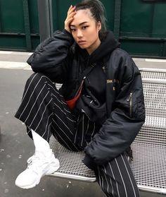 P i n t e r e s t : emmaacoghlan korean street fashion urban chic, urban street fashion photography, asian fashion Korean Street Fashion, Asian Fashion, Look Fashion, Fashion Over, Fashion Outfits, Fashion Edgy, Fashion Black, Grunge Outfits, Fashion 2018