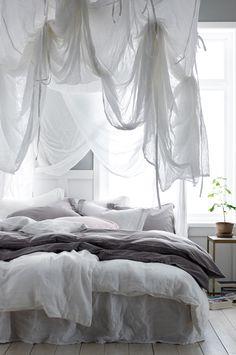Sänghimmel i vitt, skirt, transparent bomullstyg. Fyrkantig modell med band i varje hörn som du använder för att fästa sänghimmeln i taket. Band medföljer som gör att du kan knyta upp tyget på olika sätt. Stl 200x200x250 cm. Oeko-Tex-certifierad 12.HIN.13300 vilket innebär att sänghimmeln inte orsakar allergiska besvär eller andra hälsoproblem. Produkten har testats för att säkerställa att inga hälsofarliga kemikalier finns kvar.