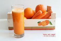 Un refrescante zumo de zanahoria y naranja, lleno de vitaminas que nos prepara para el sol del verano… http://postresentreamigos.com/zumo-de-zanahoria-y-naranja/