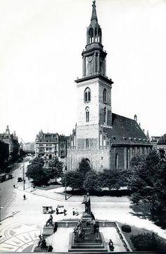 Marienkirche mit Lutherdenkmal 1930