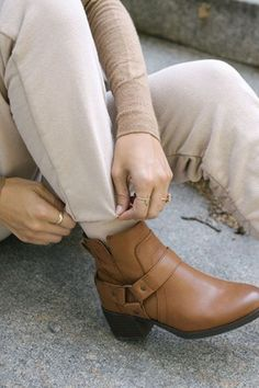 Fall Casual Boots For Woman 2020 has never been so Fashionable! Since the beginning of the year many girls were looking for our Brilliant guide and it is finally got released. Now It Is Time To Take Action! See how...