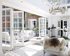 Looking for new trending french door ideas? Find 100 pictures of the very best french door ideas from top designers. Indoor Outdoor Living, Outdoor Rooms, Style At Home, Patio Interior, Interior Design, French Interior, Home Fashion, Windows And Doors, Architecture