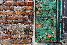 Goldammer Karl/Fenster-Mauer-Detail- GALERIE KAIBLINGER Gold, Gallery, Painting, Art, Windows, Kunst, Art Background, Roof Rack, Painting Art