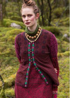 """Gudrun Sjödens Herbstkollektion 2015 - Dieser klassischen norwegischen Strickjacke haben wir im typischen Gudrun-Stil interpretiert. Bestelle deine """"Luse"""" Strickjacke aus Öko-Baumwolle: http://www.gudrunsjoeden.de/mode/produkte/strickjacken-westen/strickjacke-luse-aus-oeko-baumwolle"""