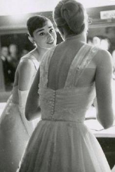 Audrey Hepburn & Grace Kelly at the 1956 Oscars :) <3