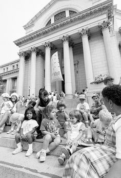 Smithsonian Early Enrichment Center Children on a Field Trip, by Eric Long, 1994, Smithsonian Institution Archives, 94-8752-16.