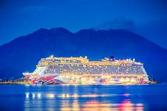 Shines bright like a diamond: 📷: Sou T. Luxury Cruises, Norwegian Cruise Line, Super Yachts, Cruise Ships, Plane, Football, Bright, Selfie, Diamond