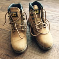 Caterpillar Yellow Work Boots These have been worn, all wear signs are in pictures - no scuffs, soles are dirty and the shoes minor dirt stains - all comes off easily, these boots are forever. Worn them in rain and winter and they are waterproof and hold all the warmth. They are Timberland look-alike Caterpillar Shoes Lace Up Boots