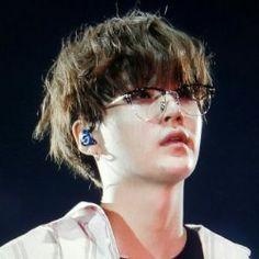 Yoongi wearing glasses is my weakness