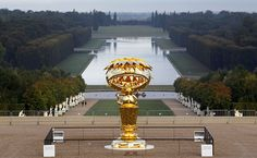Oval Buddha by Takushi Murakami       (At Versailles, France. 2007-2010 bronze and gold leaf. Collection of the artist.)