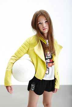 Yellow and black don't kill a cat! Tween Fashion