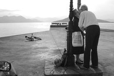 Beautiful love black and white photography couples. City Photography, Couple Photography, Modern Photography, Black And White Couples, Black White, Growing Old Together, Street Photographers, John Lennon, Go Outside