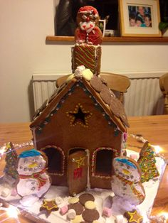 Homemade gingerbread house - Mary Berry recipe