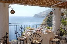Outdoor dining (gotta be Italy)