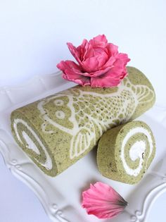 How to Make a Decorated Matcha (Green Tea) Cake Roll Recipe—This looks lovely, but so time intensive!!