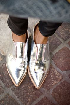 metallic shoes so cute. I love metallic shoes Metallic Shoes, Silver Shoes, Metallic Outfits, Shiny Shoes, Silver Brogues, Metallic Brogues, Metallic Fashion, Metallic Style, Crazy Shoes
