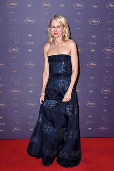 Naomi Watts in #GiorgioArmani gown arrives at the Opening Gala Dinner during The 69th Annual Cannes Film Festival on May 11, 2016 #Cannes2016