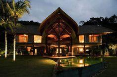Situado en el sur de Río de Janeiro, Brasil, la Casa de la hoja por Mareines Patalano Arquitetura.