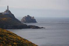 Faro Cabo Villano, Camariñas, Costa de la Muerte, La Coruña, España*...  El faro de cabo Villano señala uno de los tramos más peligrosos de la Costa de la Muerte, pero también de los más hermosos. Erguido a 125 metros de altitud, posee un potente cañón de luz capaz de alcanzar los 55 km. Es el faro eléctrico más antiguo de España, encendiéndose  por primera vez en 1896.