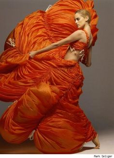 Nylon parachute dress in International Orange, by designer Norma Kamali. Photographed by Mark Seliger Avantgarde Fashion, Avantgarde Mode, Orange Mode, Parachute Dress, Mode Glamour, Foto Fashion, Dress Fashion, Fashion Art, Jeanne Lanvin